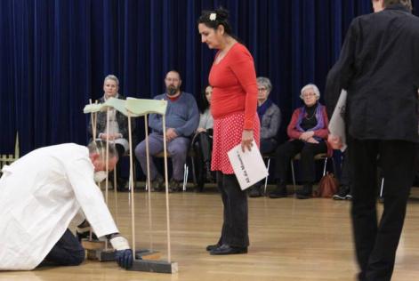 Presse: Das Laientheater «Ach, du liebe Mauer» regte zum Nachdenken an